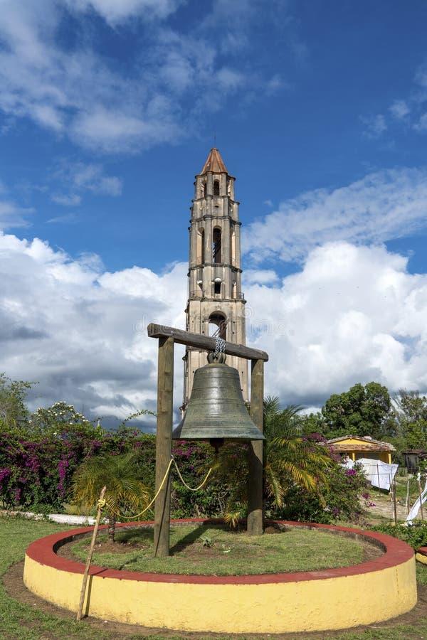 Torre e sino de Manaca Iznaga no vale de Sugar Mills fotos de stock royalty free