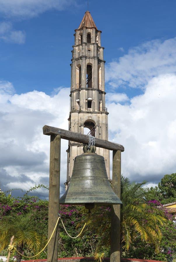 Torre e sino de Manaca Iznaga no vale de Sugar Mills imagens de stock royalty free