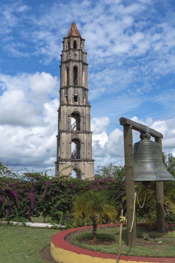 Torre e sino de Manaca Iznaga no vale de Sugar Mills imagem de stock royalty free