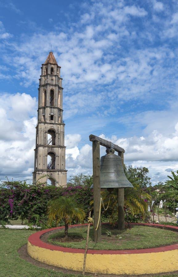 Torre e sino de Manaca Iznaga no vale de Sugar Mills fotografia de stock