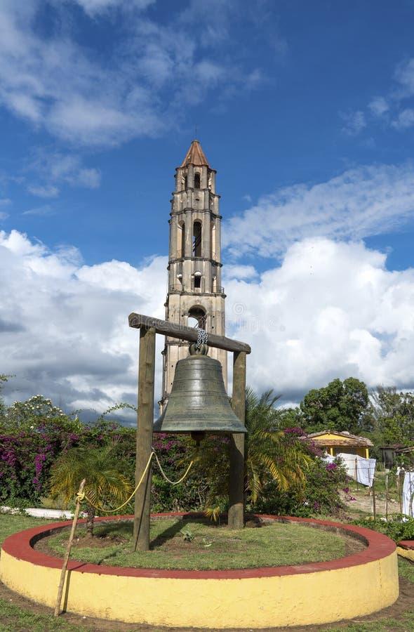 Torre e sino de Manaca Iznaga no vale de Sugar Mills imagem de stock
