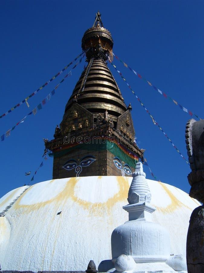 Torre e tetto di Swayambhunath stupa Kathmandu fotografie stock libere da diritti