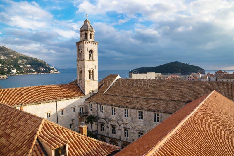 Torre ed iarda del monastero domenicano in Ragusa, Croazia immagini stock
