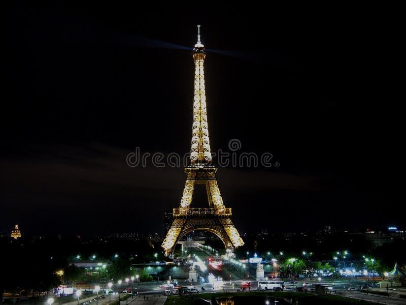 Torre Eiffel alla notte fotografie stock libere da diritti