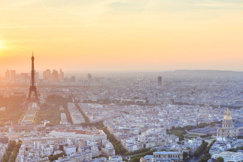 Torre Eiffel con el cielo azul, París foto de archivo