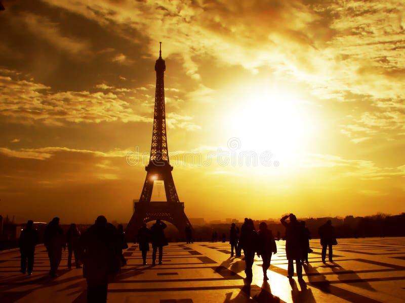 Torre Eiffel de la mañana - París imagenes de archivo