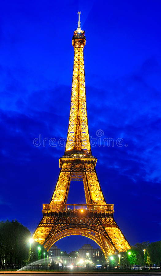 Torre Eiffel de Night imagen de archivo libre de regalías