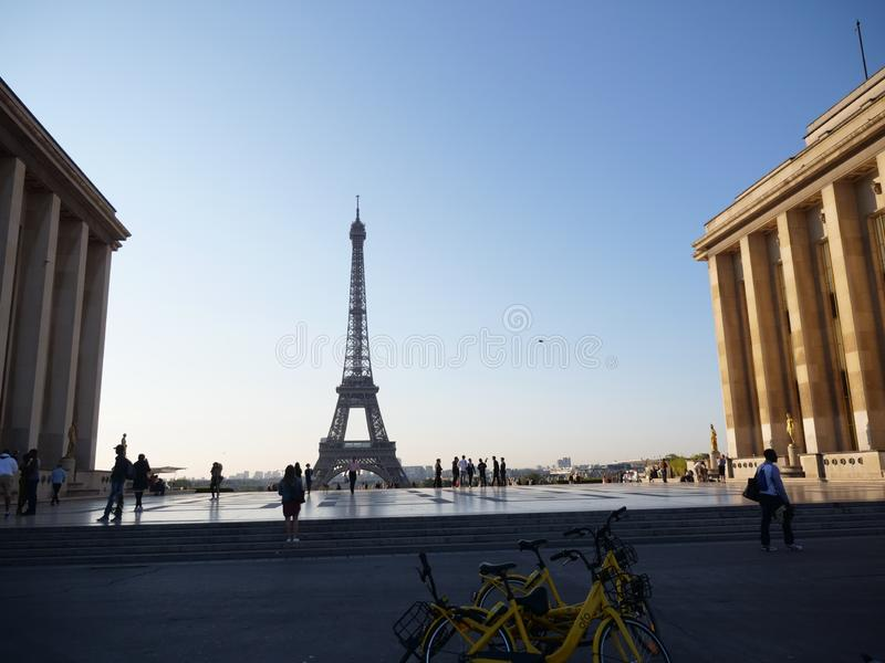 Torre Eiffel de Place du Trocadero imagenes de archivo