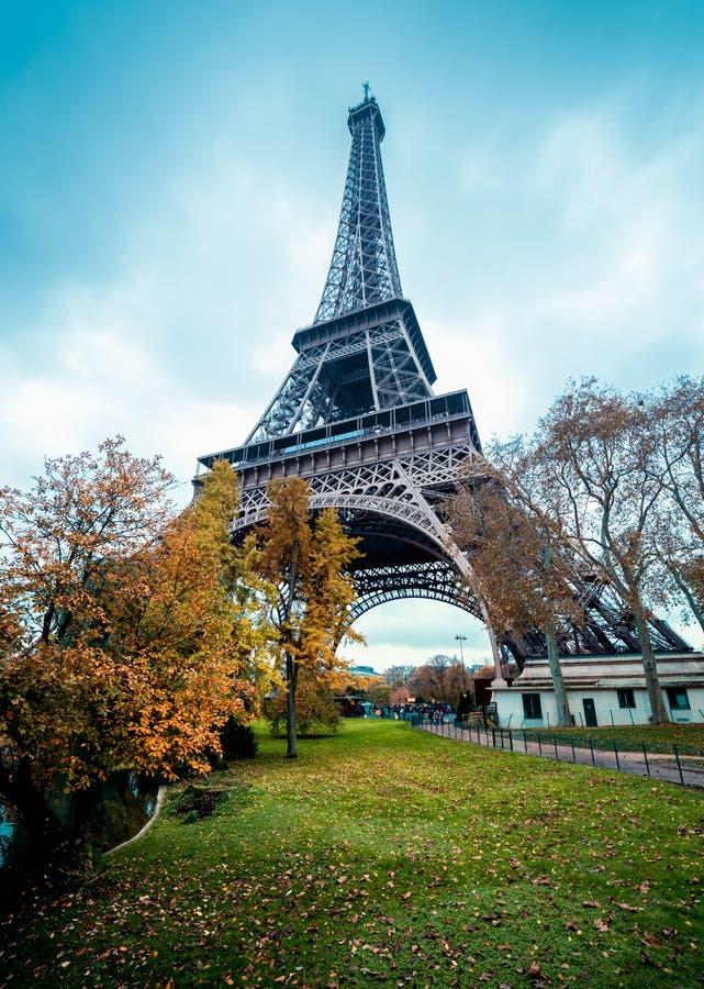 Torre Eiffel di Parigi, colori di inverno immagine stock libera da diritti