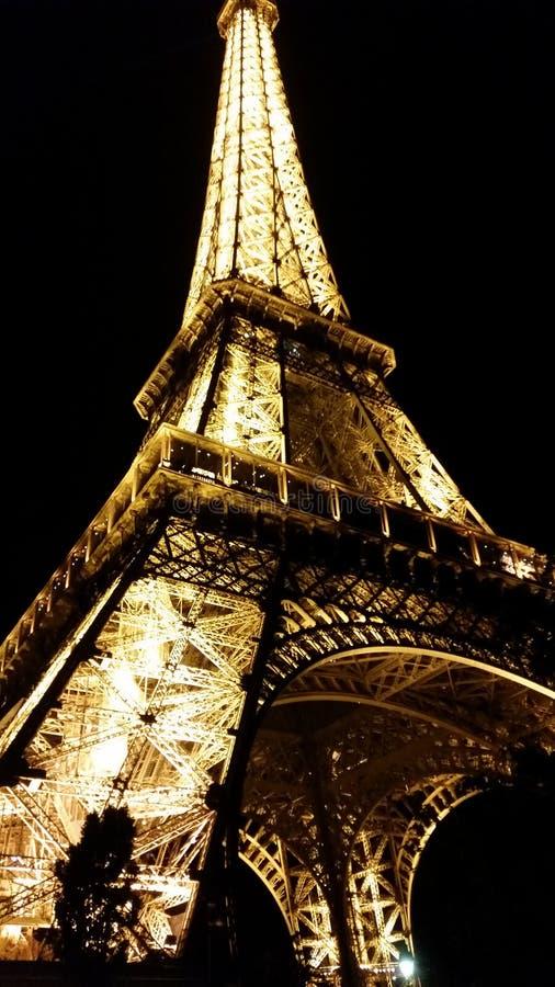 torre Eiffel do beneeth foto de stock royalty free