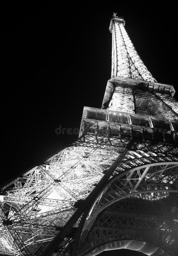 Torre Eiffel durante o verão 2010 imagem de stock