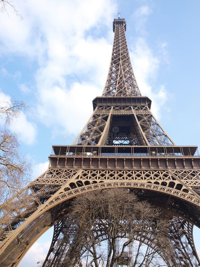 Torre Eiffel durante a revisão da manutenção fotografia de stock