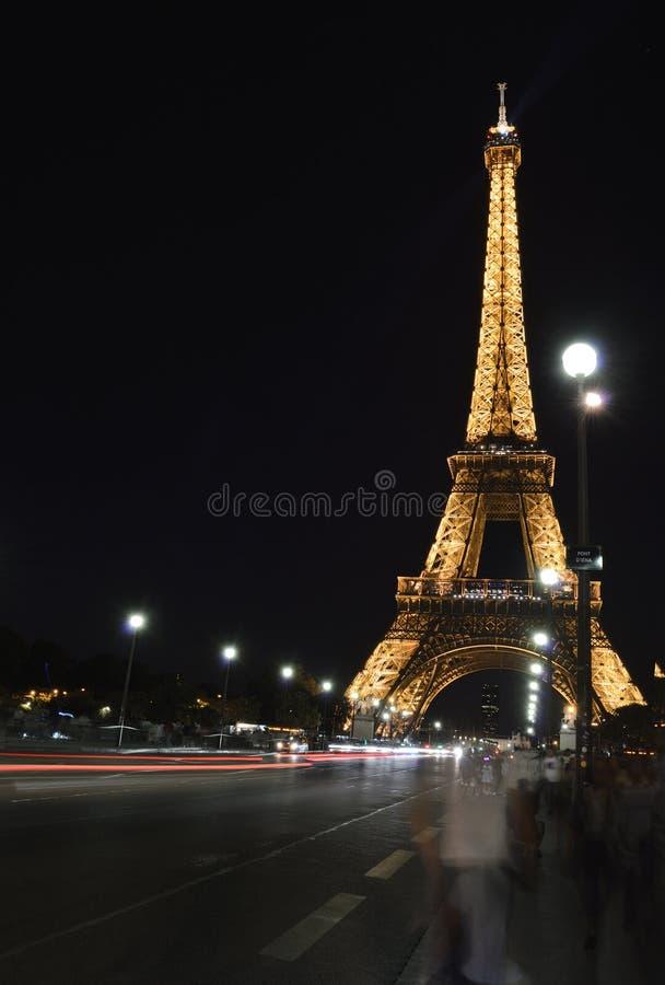 Torre Eiffel en la noche foto de archivo libre de regalías