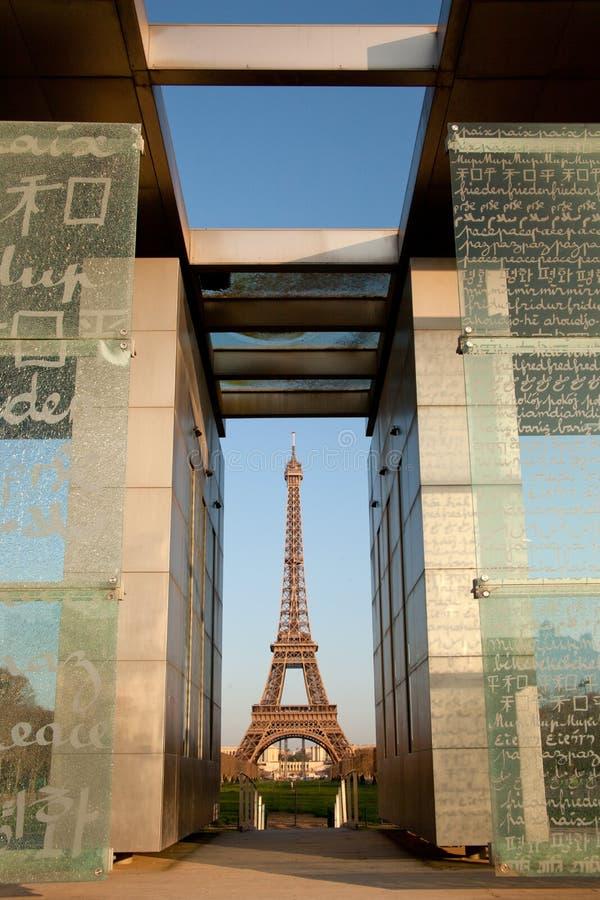 Torre Eiffel en París imagenes de archivo