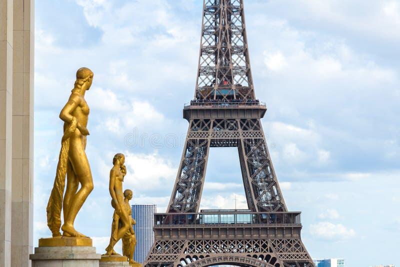 Torre Eiffel en París fotos de archivo libres de regalías