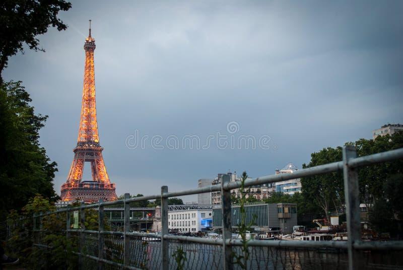 Torre Eiffel en Par?s fotografía de archivo libre de regalías