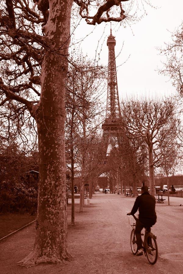 Torre Eiffel en viejas épocas, París foto de archivo libre de regalías