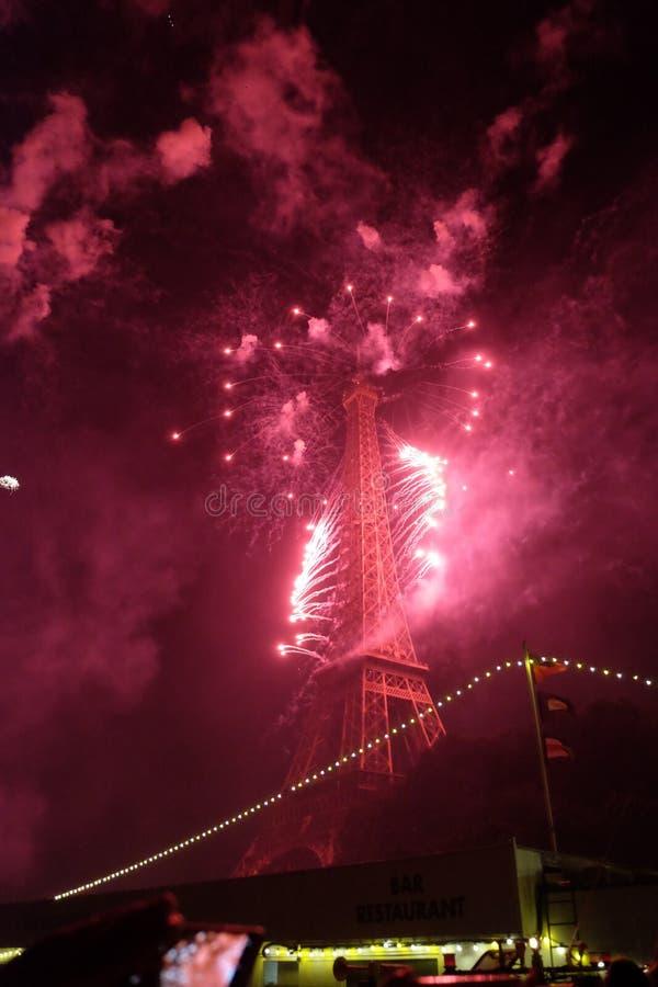 Torre Eiffel encarnado imagem de stock