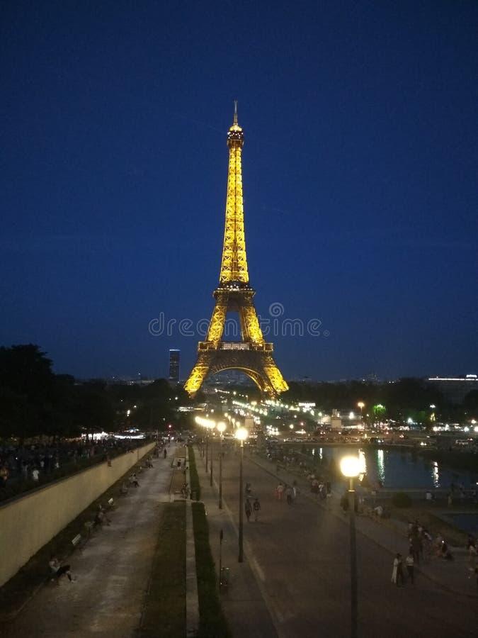 Torre Eiffel na noite fotografia de stock