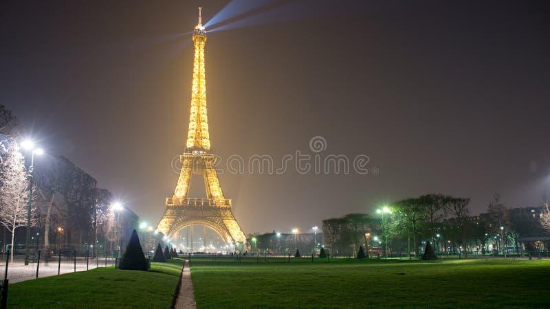 Torre Eiffel na noite imagens de stock royalty free