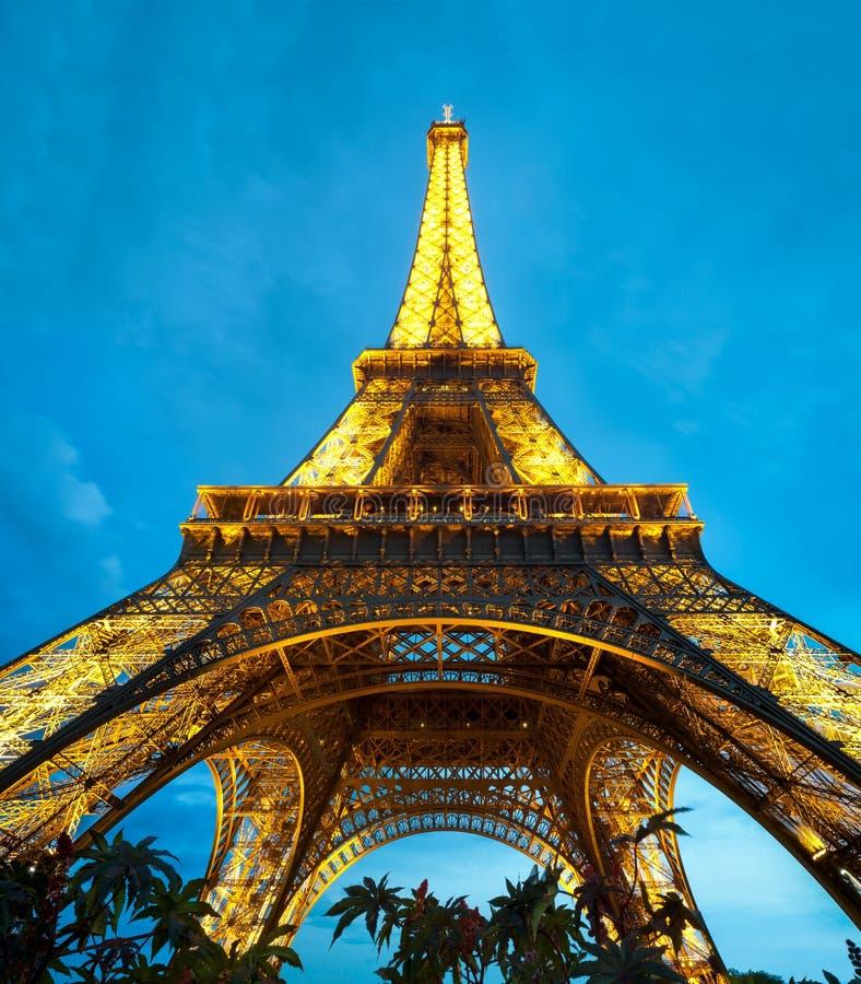 Torre Eiffel na noite. Paris, France. imagens de stock
