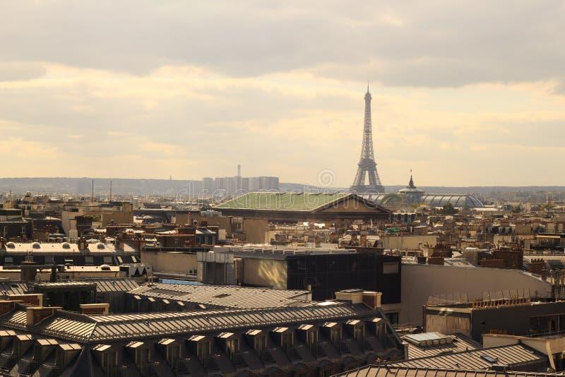 Torre Eiffel na vista Bird's-eye de Paris foto de stock