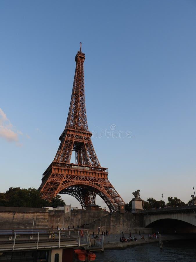 Torre Eiffel Par?s, Francia La se?al hist?rica famosa en el Sena Rom?ntico, tur?stico, s?mbolo de la grandeza de foto de archivo