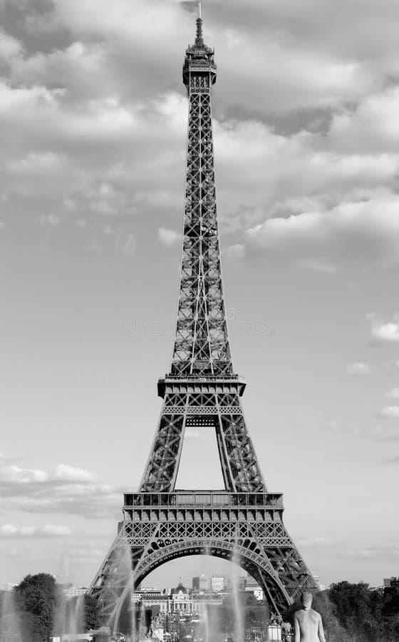 Torre Eiffel a Parigi nel bw eccellente come una cartolina o verticale immagini stock
