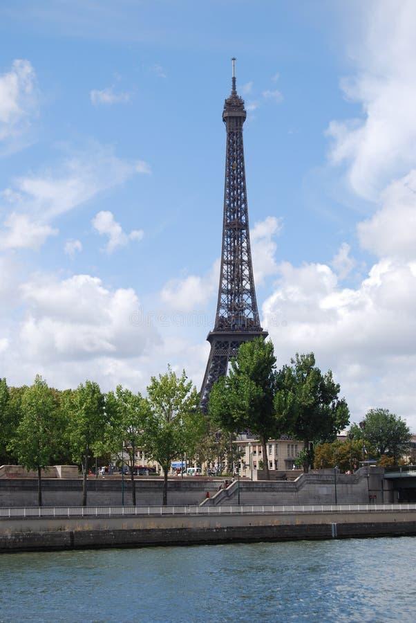 Torre Eiffel, torre Eiffel, Paris Eiffel, torre Eiffel, céu, nuvem, árvore, dia fotos de stock