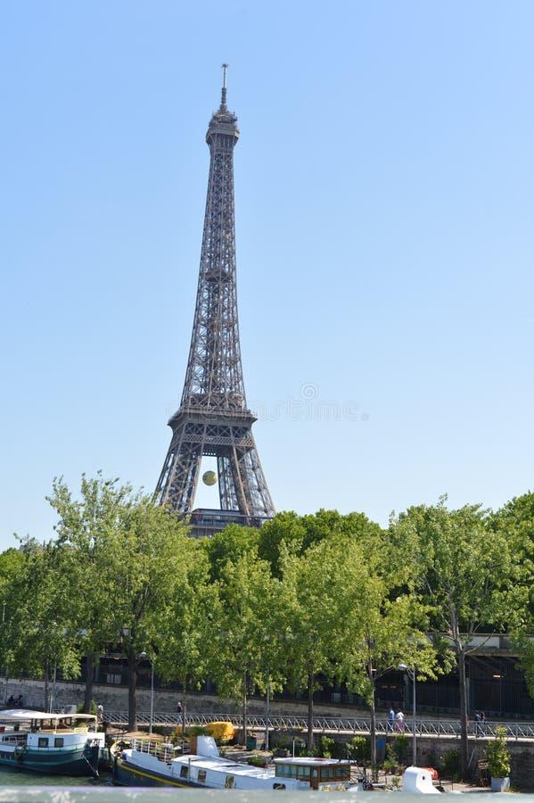 Torre Eiffel/scena buiding e della via di Parigi fotografia stock libera da diritti
