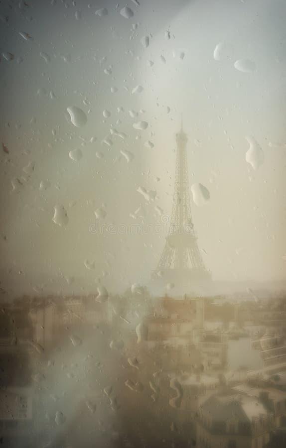 Torre Eiffel un giorno piovoso fotografia stock libera da diritti