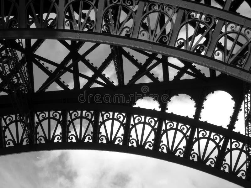 Torre Eiffel y aeroplano - blancos y negros foto de archivo libre de regalías