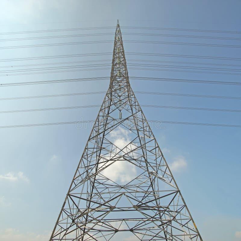 Download Torre Elétrica De Alta Tensão Foto de Stock - Imagem de tecnologia, elétrico: 65580136