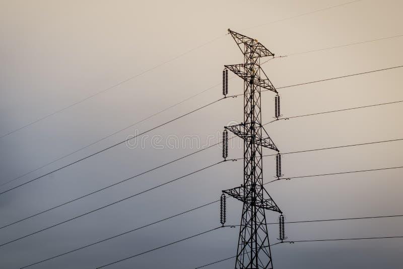 Torre el?ctrica de alto voltaje Torre de potencia imagen de archivo libre de regalías