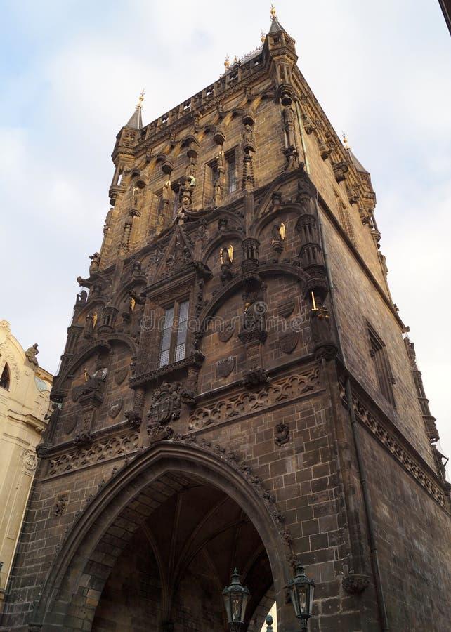 A Torre em Pó, elevação a leste, um dos 13 portões originais da Cidade Velha, Praga, República Checa fotos de stock