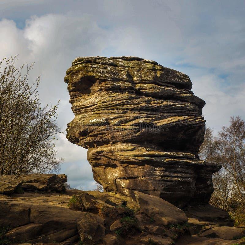 Torre erosa della mola alle rocce di Brimham immagine stock