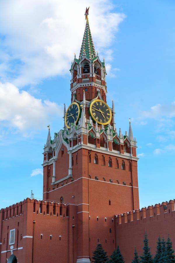 A torre famosa de Spasskaya do Kremlin de Moscou, Rússia Spasskaya fotografia de stock royalty free