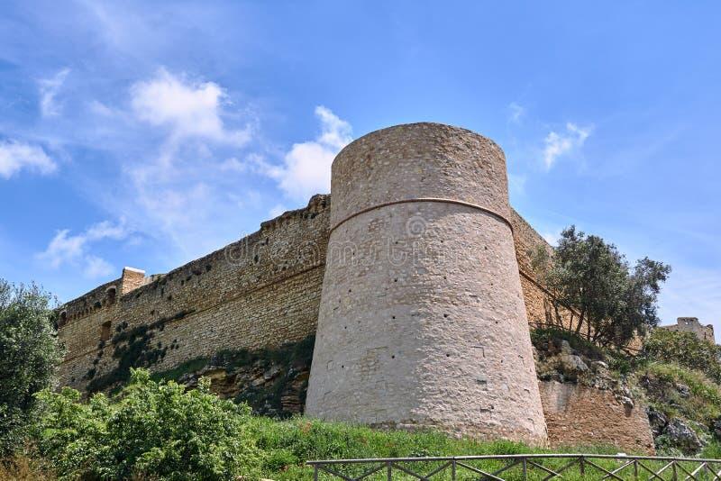 Torre fortificada de piedra medieval fotografía de archivo