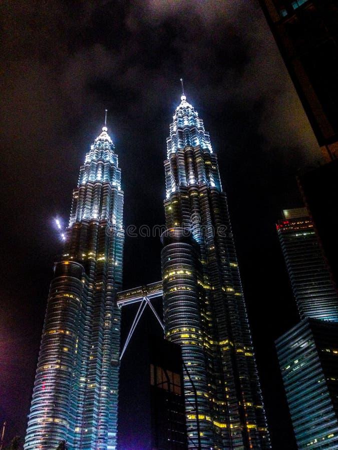 A torre gêmea icónica KLCC de Petronas imagens de stock