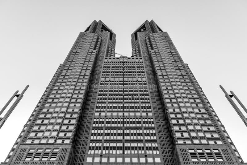Torre gêmea metropolitana do Tóquio - preto e branco de baixo de fotos de stock royalty free