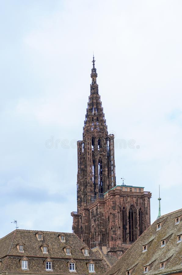 Torre g?tico hist?rica da torre ou de sino imagens de stock