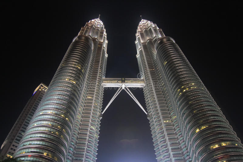 Torre gemela de Petronas en la noche foto de archivo libre de regalías