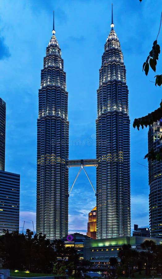 Torre gemela Malasia del horizonte céntrico de la ciudad de Kuala Lumpur fotos de archivo libres de regalías
