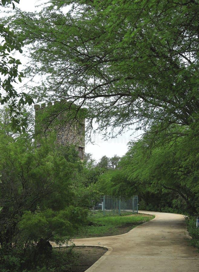 Torre histórica vieja en el parque del puesto de observación del Comanche, San Antonio fotografía de archivo