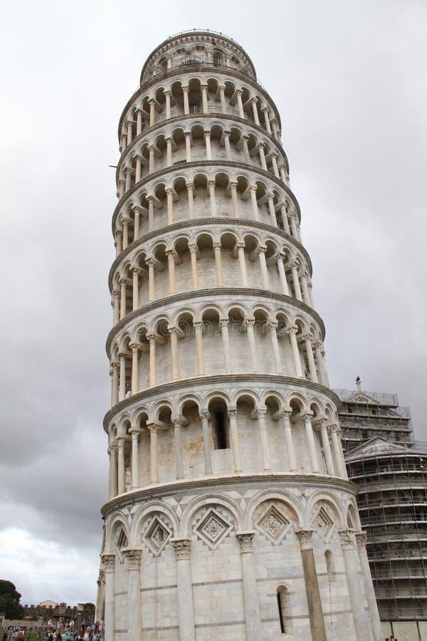 Torre inclinada da praça fotos de stock