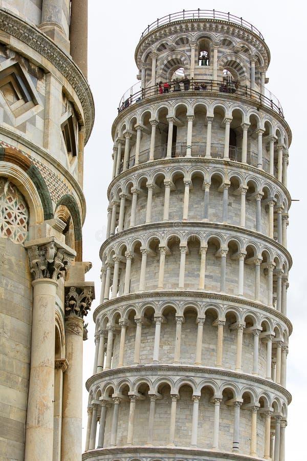 Torre inclinada de Pisa e de catedral de Pisa, Pra?a del Domo, Pisa, It?lia imagem de stock