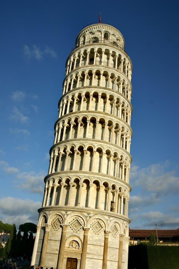 Torre inclinada de Pisa em um dia ensolarado fotografia de stock royalty free
