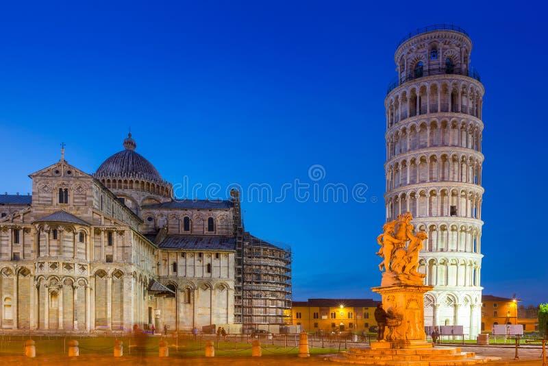 Torre inclinada de Pisa no dei Miracoli da praça, Itália fotos de stock royalty free