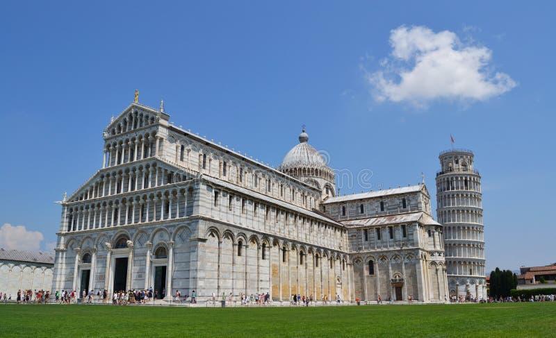 Torre inclinada de Pisa y de la catedral imágenes de archivo libres de regalías
