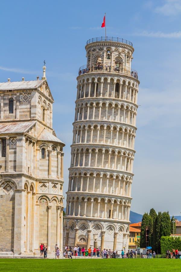 Torre inclinada e catedral de Pisa em um dia de verão em Pisa, Itália foto de stock